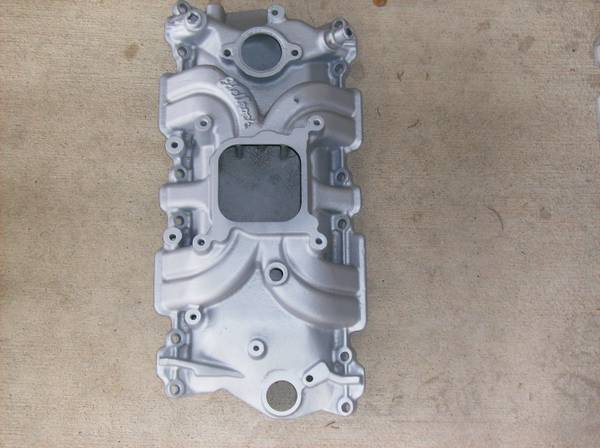 Edelbrock performer,fit sbc, torker intakes, chrome chevy valve covers - $1 (lago cedar park area)