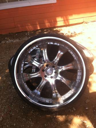 28 rims $2000 Obo trade Im open car truck other rims Im open6 lug - $1 (Needs 2 tires 6 lug Chevy)