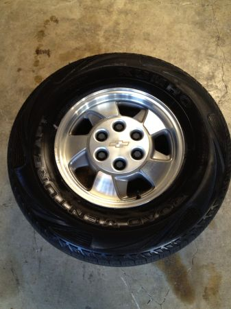Chevy Tahoe rims and tires - $385 (San Antonio)