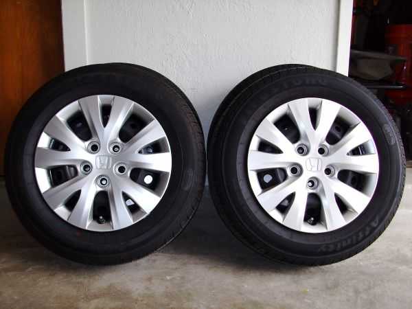 NEW take off 2012 Honda Civic wheels and tires with sensors - $325 (Del Rio)