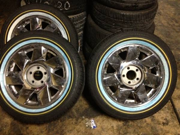 WTT SELL CADILLAC DTS RIMS W VOGUE TIRES - $2000 (AUSTIN)