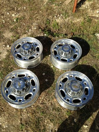 Factory Chevy 8 Lug Wheels - $320 (San Antonio)