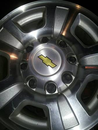 17 inch 8 lug chevy wheels - $450 (San Antonio)