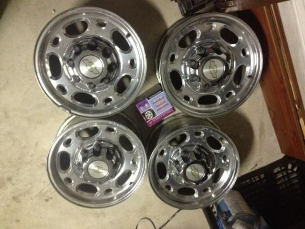 16 8 Lug Wheels off of 2500 2006 Chevy - $550 (N San Antonio)