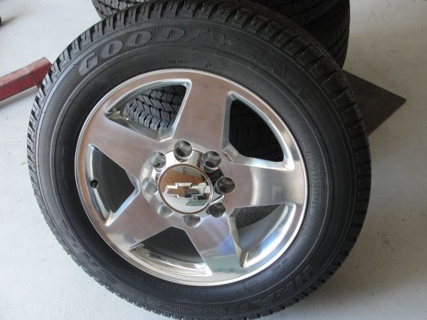NEW 2012 Chevy 2500 8 Lug Wheels  Goodyear 26560 R20 Tires - $1400 (New Braunfels)