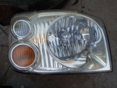 Nissan frontier headlight  - $1 (thousand oaks 35)
