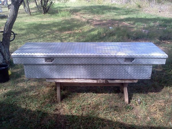 TOOL BOX DIAMOND PLATE FOR FULL SIZE TRUCK - $135 (35  1604 SOUTH)