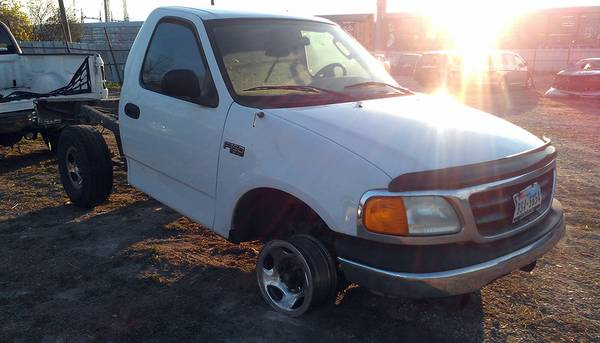 Parting out 2003 Ford F150 - $1 (Somerset rd)