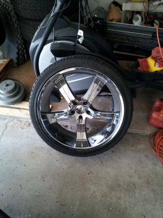 22 Vagare Luxury Wheels With New Tires - $825 (South)