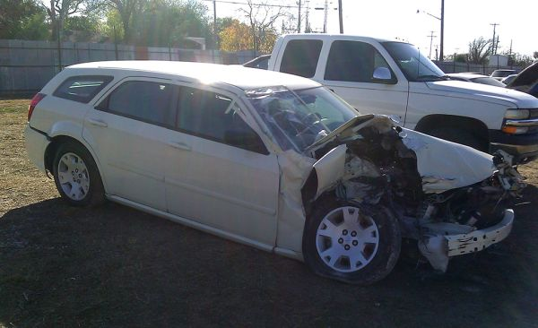 Parting out 2005 Dodge Magnum - $1 (Somerset rd)