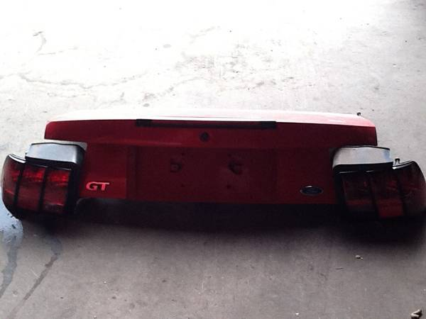 99-04 mustang gt trunk lid and tail lights reduced - $100 (satx)