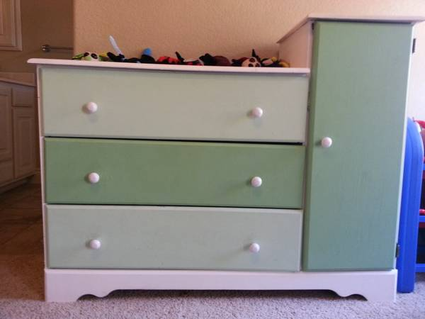Changing Table with Dresser - x0024100 (Kyle Seale  1604)
