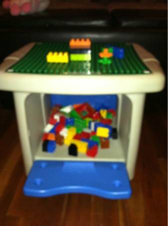 Step 2 Activity Table Lego - $50 (Seguin)