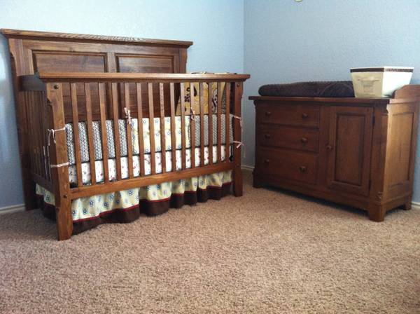Bassett Solid Oak Crib and Changing table - $350 (Schertz)