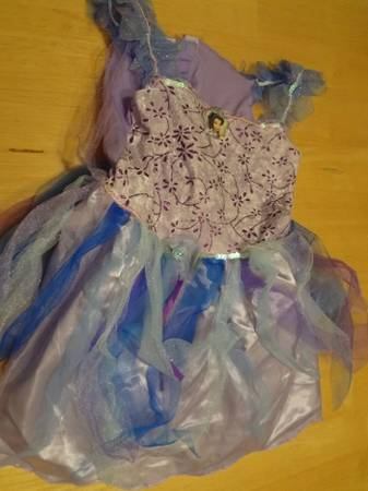 HALLOWEEN COSTUMES BoyGirl Cinderella Superman Fairy Princess - $5 (Ingram Mall Area)