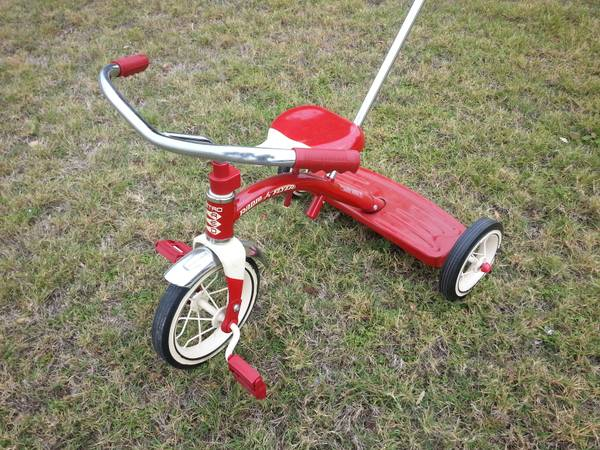 Radio Flyer Classic Red 10 tricycle with push handle - Like new  - $35 (helotes)
