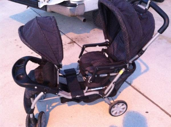 EvenFlo double seat STROLLER in EUC - $60 (New Braunfels)