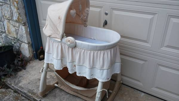 Bassinet by Natures Purset - $70 (ne san antonio)