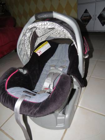 Infant Car Seat w Base Non-Smoking Home - $20 (crossroads mall)