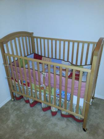 light hood convertible crib including mattress in excellent condition - $180 (potranco1604)