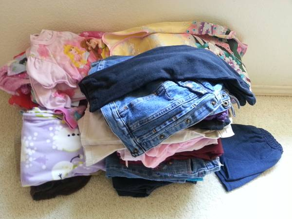 64 piece 3T girl clothes lot - $40 (1604 potranco walmart )