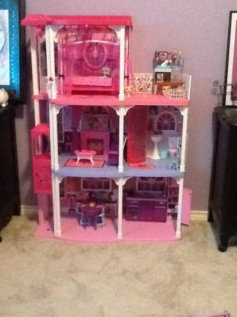 AWESOME BARBIE DREAM HOUSE , CARS , DOLLS , POOL  - $100 (281N)