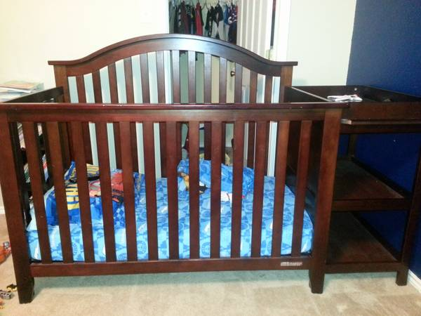 Dark Cherry Wood Baby Crib $175 OBO - $175 (Alamo Ranch)