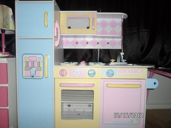 KidKraft Large Kitchen - $75 (san antonio )