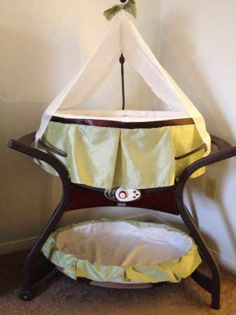 Fisher Price Zen Gliding Bassinet - $125 (Boerne)