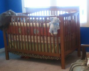 Babies R Us Crib Excellent Shape, Mattress included - $150 (downtown )