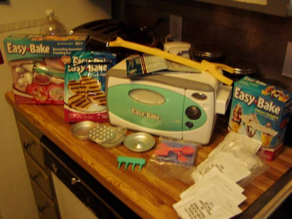 Easy Bake Oven wLots of Accessories Mixes - $45 (Universal City 78148)