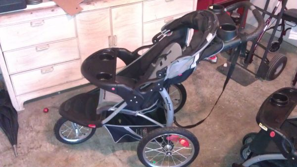 3 strollers ( baby trend) excellent condition - $100 (410 n culebra )