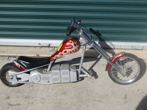 PAIR RAZOR ELECTRIC CHOPPER MOTORCYCLE MINI BIKE 15 MPH UP TO 220 LBS - $100 (BANDERA RD 1604)