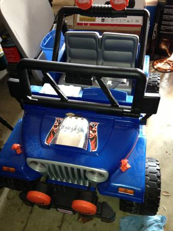Power Wheels Jeep ride on toy blue - $200 (Floresville)
