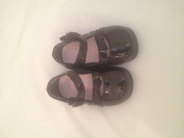 Girl dress shoes black tiny toes size 2 - $10 (Alamo heights)
