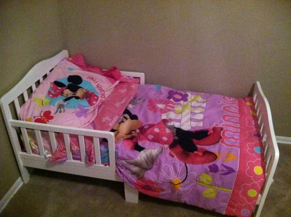 Toddler bed - $40 (1604 culebra)