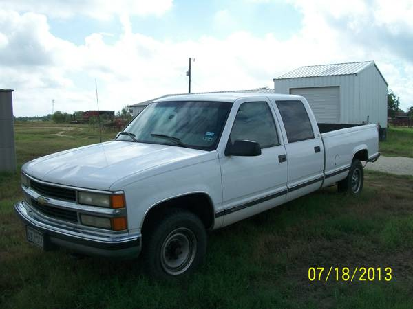 2000 CHEVY CREW CAB 3500 - $3750 (ST HEDWIG)