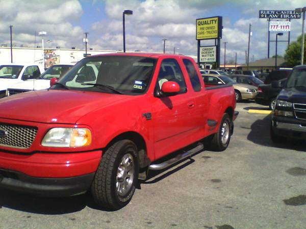 RED FORD F150 RENT 2 OWN HQ 7007 US HWY 90 WEST (CALL RAYMOND 210-285-4581 )