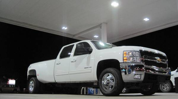 2010 Chevrolet Silverado 3500 Diesel 4x4 Dually LTZ Navigation Sunroof - $41500 (SW GALLERIA)