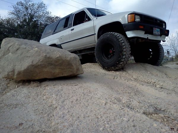 MONSTER TOY  1st gen 4Runner Lifted 6quot on 35s - TRADE - $3200 (bandera  1604)