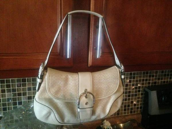 Purses Coach, Juicy Couture, DB. - $30 (NWSA-1604Culebra)