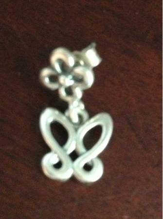 James avery butterfly n flower ear post - $20 (Nw)