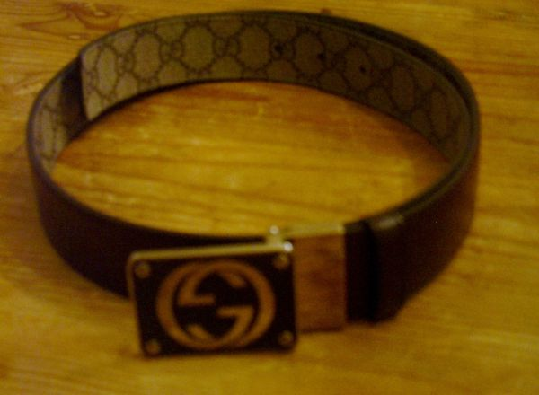 GUCCI belt - size 32 waist - Brown leather with reversable LOGO fabric - $12560 (sa)