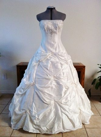 NEW Wedding Dress Sale - $50 (Alamo Heights)