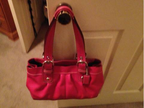 Pink leather coach handbag - $100 (Nw)