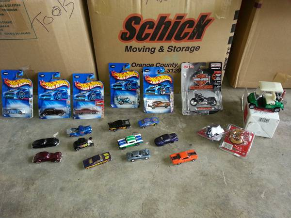 Reduced - Hot Wheels Lot W other collectibles  (NE-1604Judson)