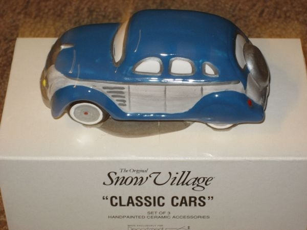 Dept 56 Snow Village RETIRED Classic Cars STATIONWAGON 54577 (North Central)