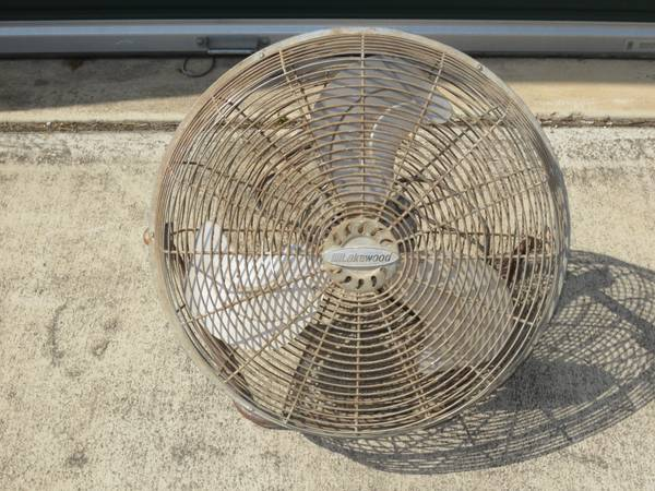 VINTAGE LAKEWOOD ROUND FLOOR FAN WITH STAND 3 SPEEDS FAST QUIET STRONG - $25 (BANDERA RD  1604)
