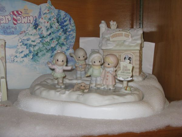 Precious Moments Sugar Town Skating Set - $100 (Gruene Texas)