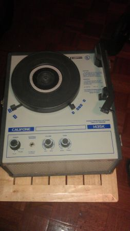 VINTAGE CALIFONE RECORD PLAYER - $40 (NW)